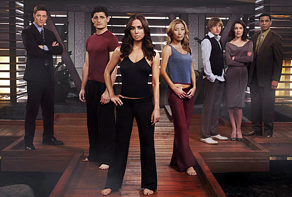 Eliza Dushku and the cast of Mutant Enemy's Doll House posing on the show set